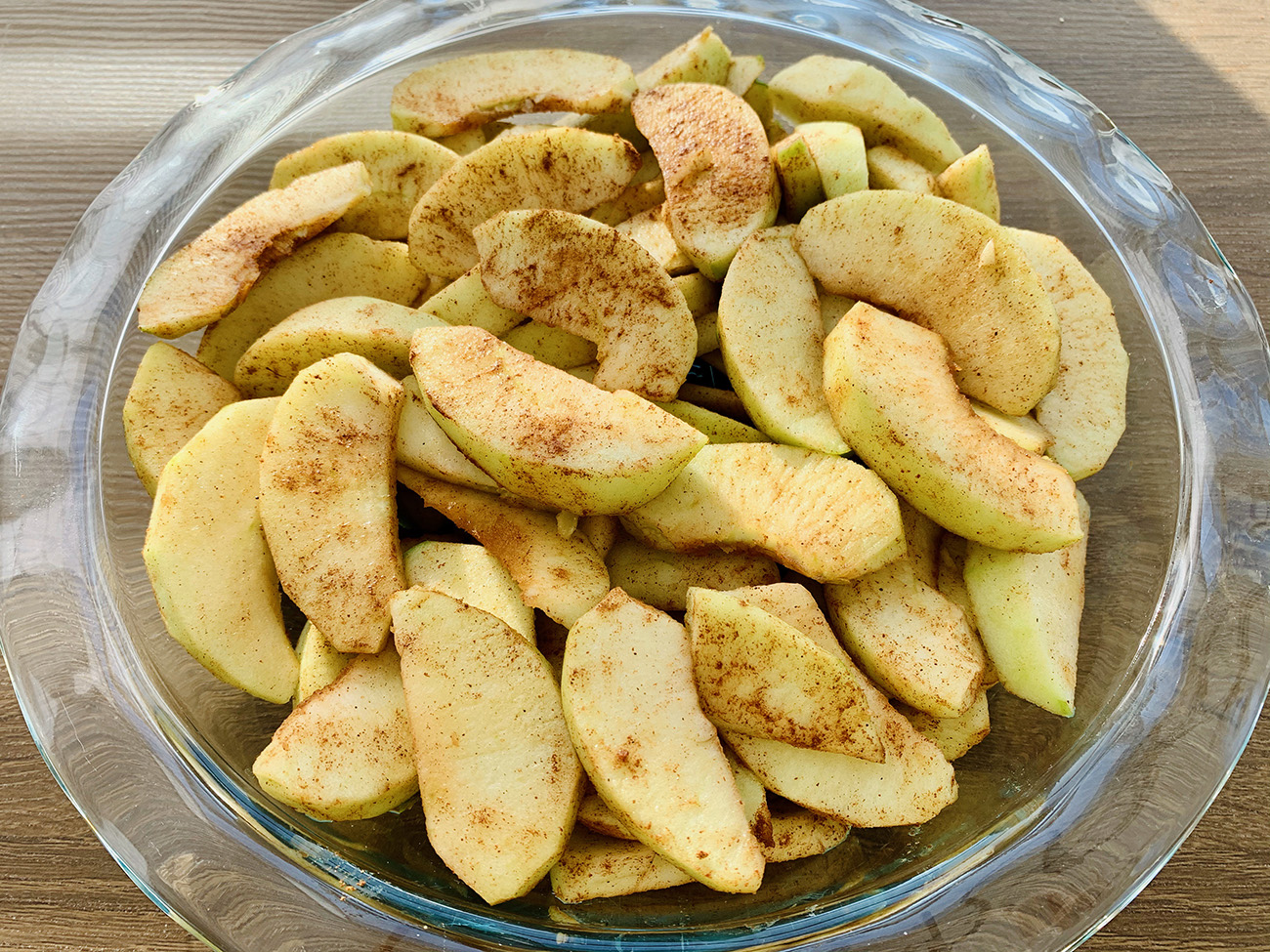 Granny Smith Apple Slices with spices in a pie dish