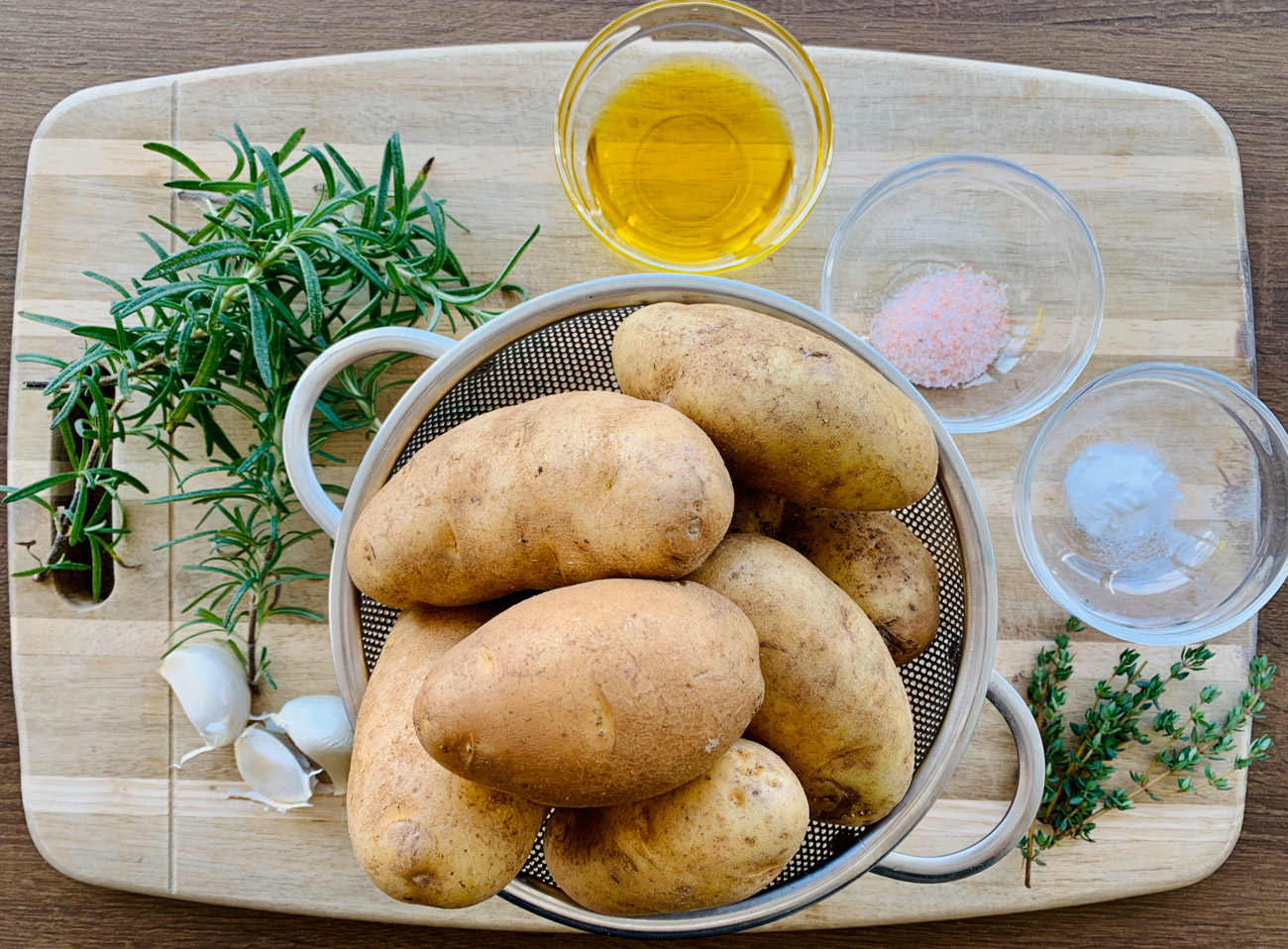 INGREDIENTS FOR Crispy Roasted Potatoes with garlic and herbs